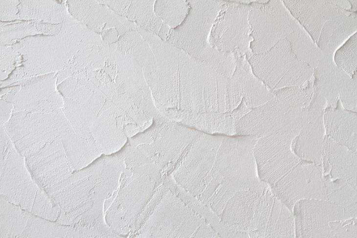 Jak opravit omítku a praskliny ve zdi