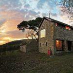 Starý dům ve skotské stylu. Nadčasová krása, která se neomrzí.