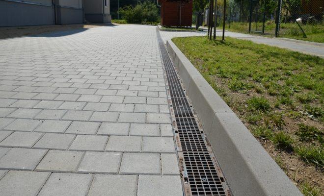 betonové obrubníky