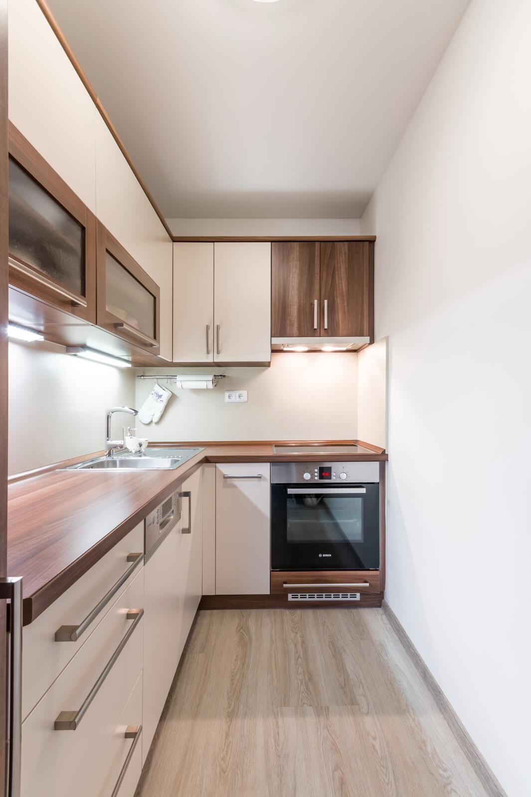 Prakticky řešená kuchyňská linka na malém prostoru? Jděte na to chytře!